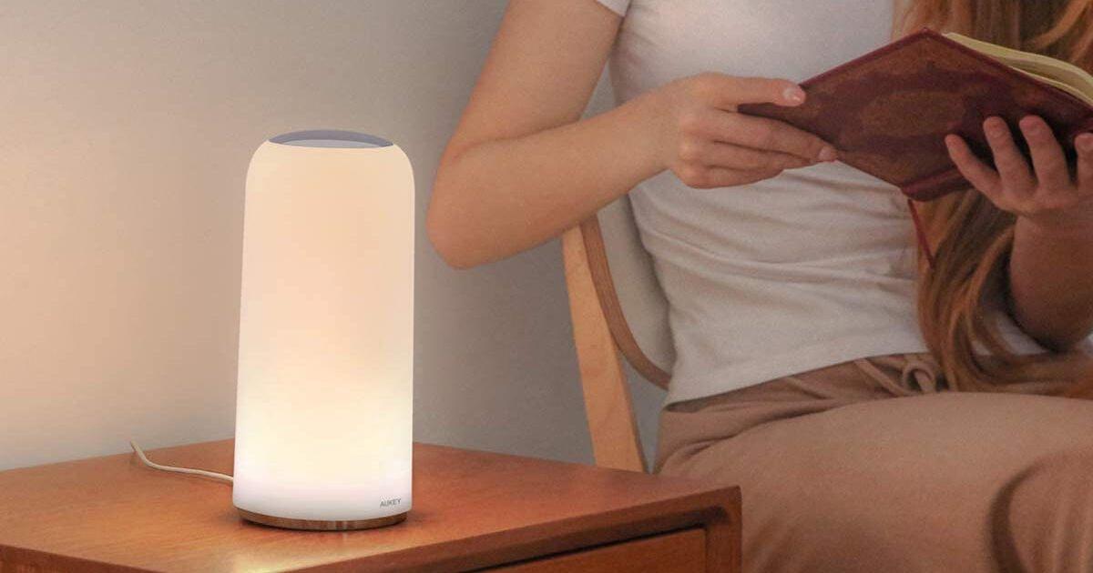 Ilumina tu mesita de noche con esta lámpara inteligente de $ 34