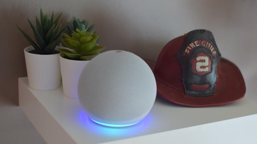 Amazon Echo Dot azul claro