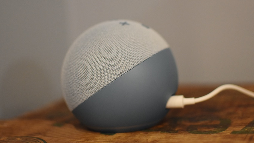 Amazon Echo Dot con potencia de reloj