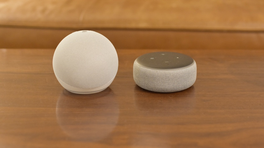 Amazon Echo Dot con reloj v antiguo echo dot