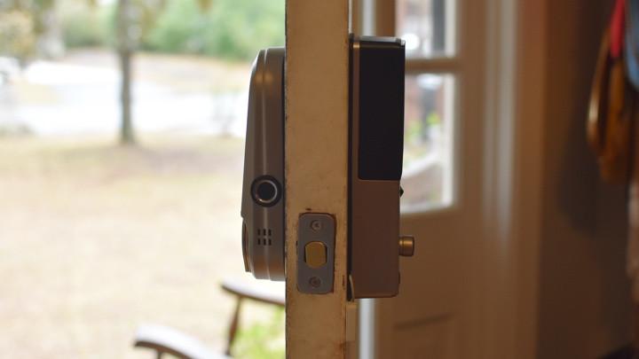Cerradura inteligente Lockly Vision instalada