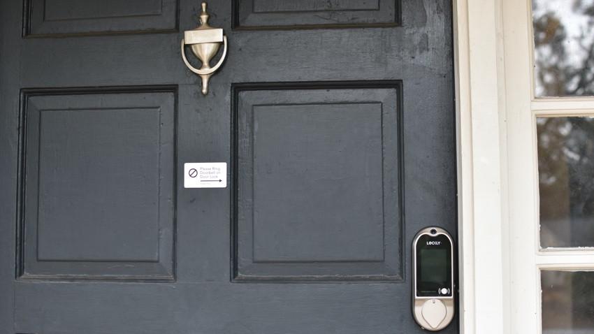 Lockly Vision en la puerta principal