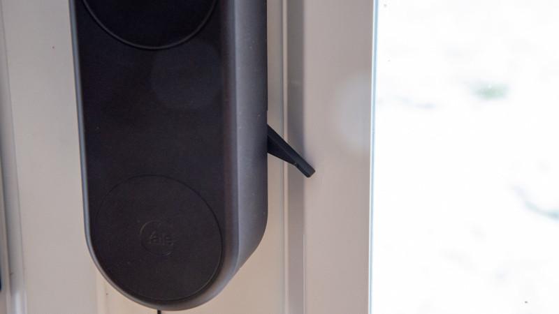 Instalación de cerradura de puerta inteligente Yale Linus