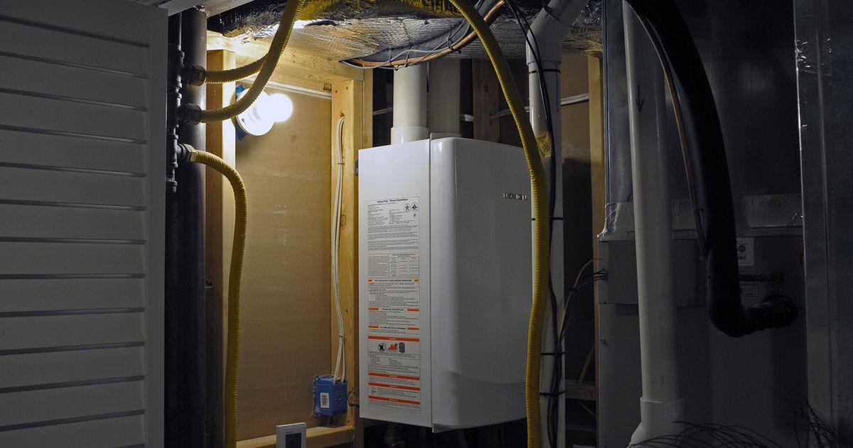 Calentadores de agua con tanque de almacenamiento frente a calentadores de agua sin tanque