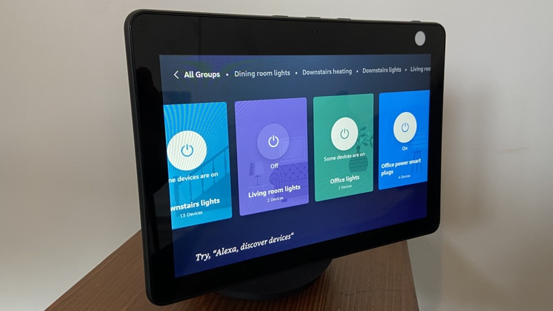 Amazon Echo Show 10 controles domésticos inteligentes