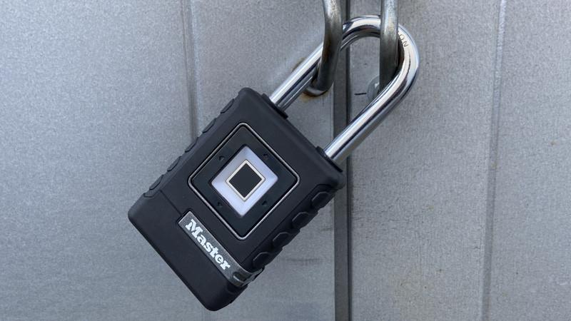 Revisión del candado biométrico de Master Lock