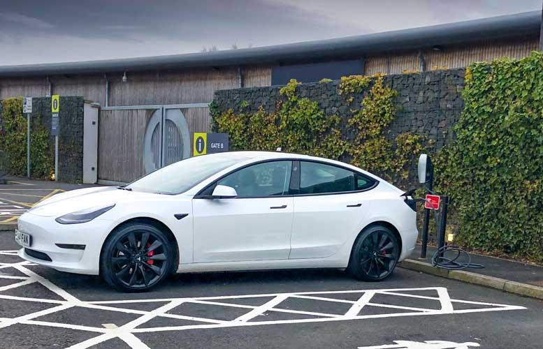 Tesla Model 3: carga en destino